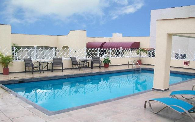 Hotel Roma Guadalajara, disfruta de la alberca al aire libre