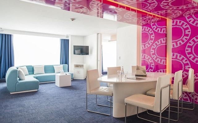 Hotel Room Mate Valentina, alojamiento con una decoración moderna y vanguardista
