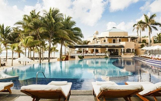 Hotel Royal Hideaway Playacar Adults Only, disfruta de su alberca al aire libre