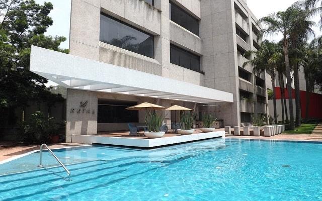 Hotel Royal Pedregal, disfruta de su alberca al aire libre
