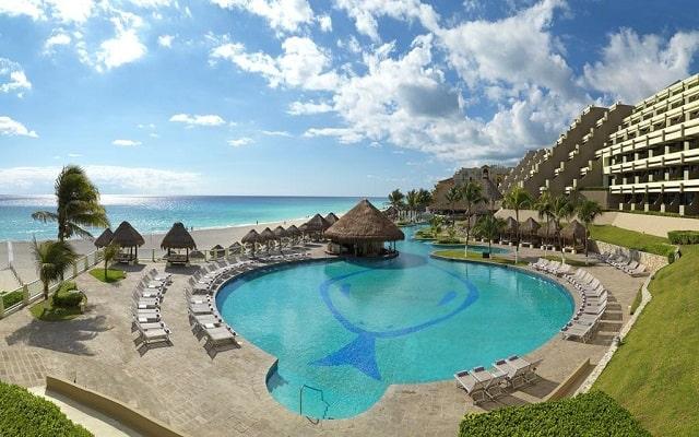 Hotel Royal Service By Paradisus Cancún, disfruta de su alberca al aire libre