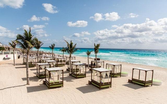 Hotel Royal Service By Paradisus Cancún, amenidades en la playa