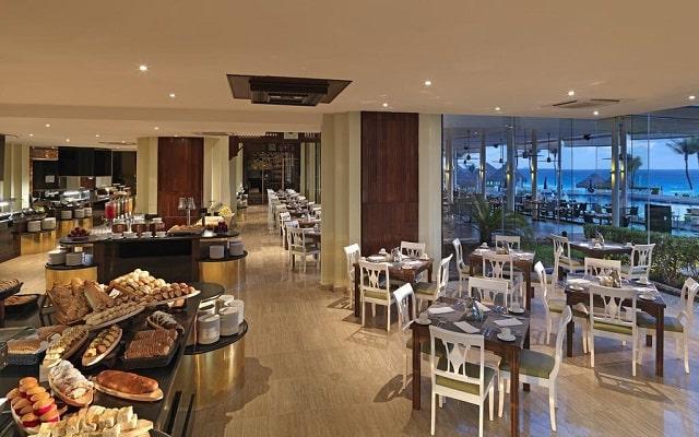 Hotel Royal Service By Paradisus Cancún, platillos de cocina nacional e internacional