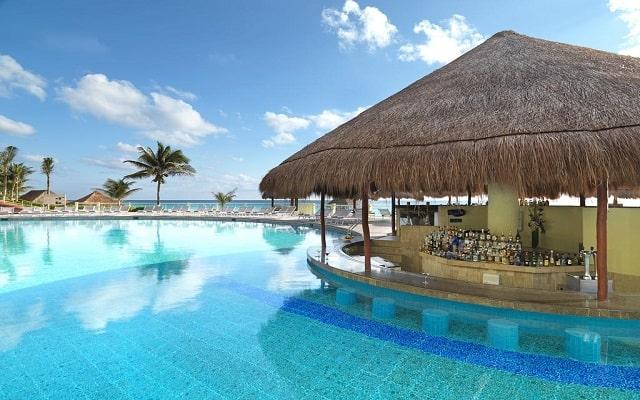 Hotel Royal Service By Paradisus Cancún, refréscate en el pool bar