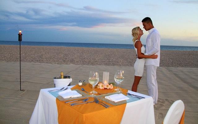 Hotel Royal Solaris Los Cabos, con costo adicional ofrece amenidades para parejas