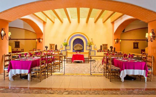 Hotel Royal Solaris Los Cabos cuenta con cinco restaurantes