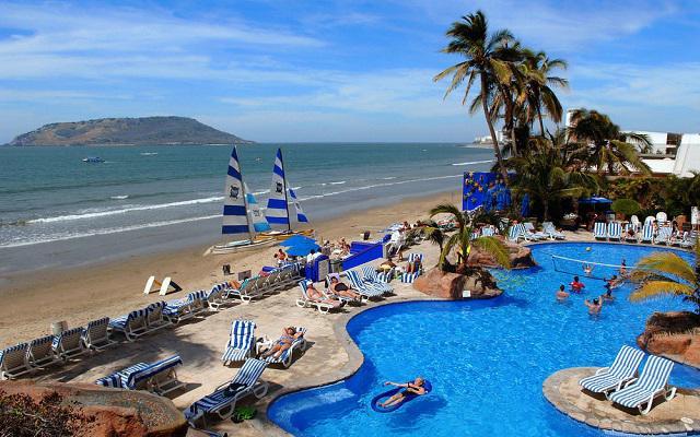 Hotel Royal Villas Resort, disfruta de su alberca al aire libre