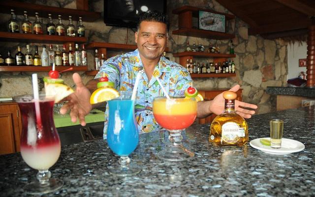 Hotel Royal Villas Resort, disfruta de ricas bebidas en el bar