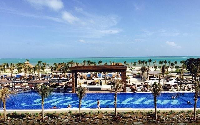 Hotel Royalton Riviera Cancún Resort and Spa, disfruta de su alberca al aire libre
