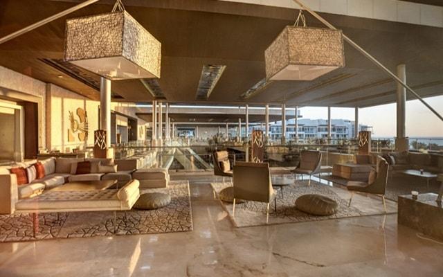 Hotel Royalton Riviera Cancún Resort and Spa, atención personalizada desde el inicio de tu estancia