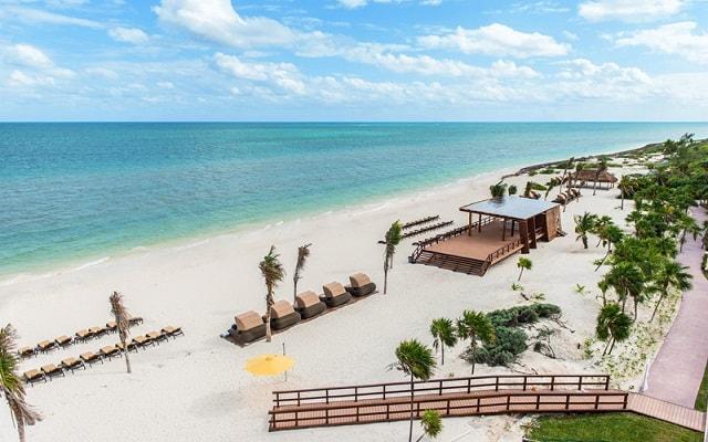 Hotel Royalton Riviera Cancún Resort and Spa, amenidades en la playa