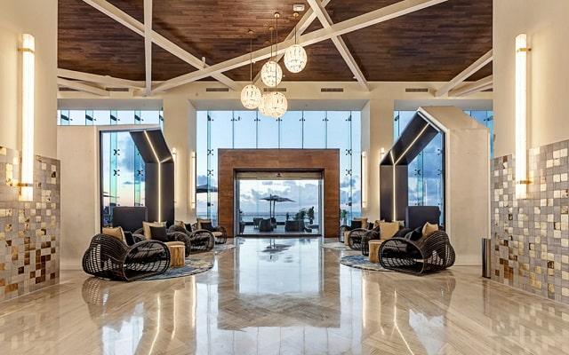 Hotel Royalton Suites Cancun Resort and Spa, atención personalizada desde el inicio de tu estancia