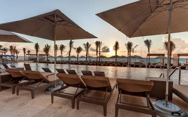Hotel Royalton Suites Cancun Resort and Spa, disfruta el atardecer