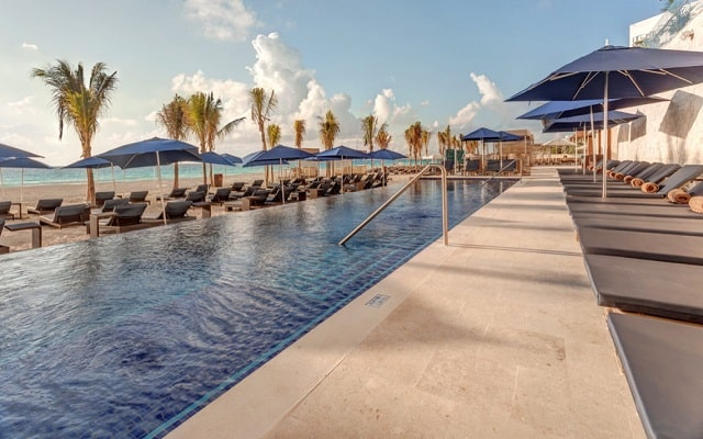 Hotel Royalton Suites Cancun Resort and Spa, disfruta la playa