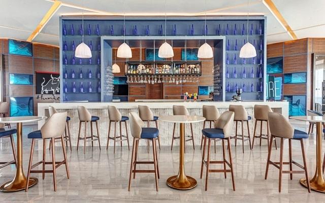 Hotel Royalton Suites Cancun Resort and Spa, deléitate con la bebida de tu agrado
