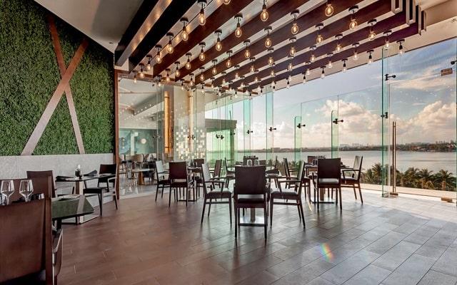 Hotel Royalton Suites Cancun Resort and Spa, admira hermosas vistas