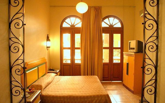 Te ofrece habitaciones sencillas pero acogedoras