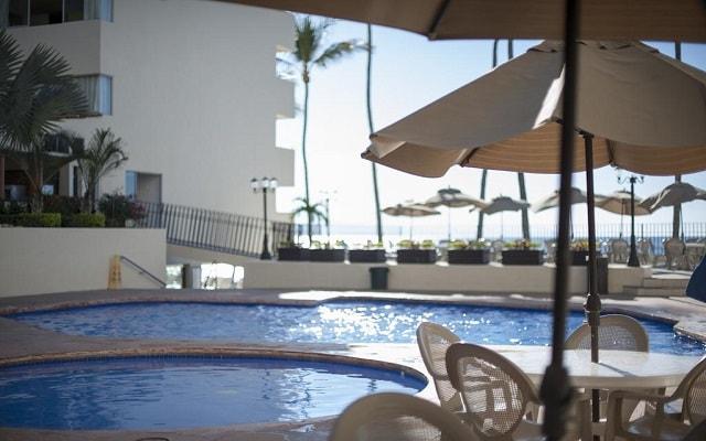 Hotel San Marino Vallarta Centro Beachfront, disfruta de su alberca al aire libre