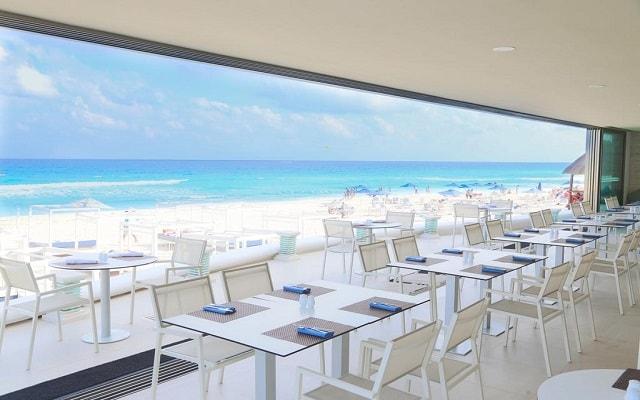 Hotel Sandos Cancún Lifestyle Resort, tus alimentos con vistas hermosas del mar