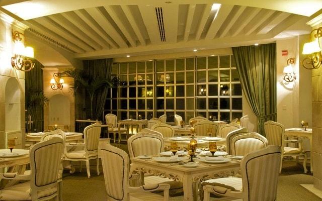 Hotel Sandos Cancún Lifestyle Resort, platillos gourmet y ambientes de lujo