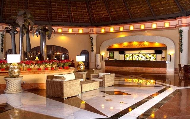 Hotel Sandos Playacar Beach Resort Select Club All Inclusive, atención personalizada desde el inicio de tu estancia