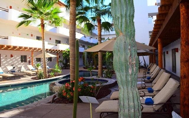 Hotel Santa Fe Loreto by Villa Group, disfruta de su alberca