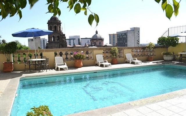 Hotel Santiago de Compostela, disfruta de su alberca al aire libre