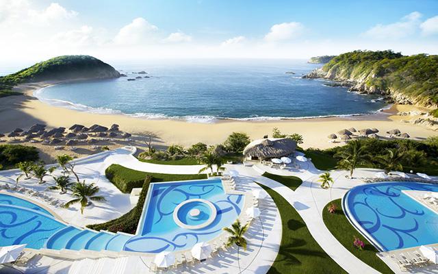 Secrets Huatulco Resort and Spa, ubicado a pie de playa en Bahía de Conejos