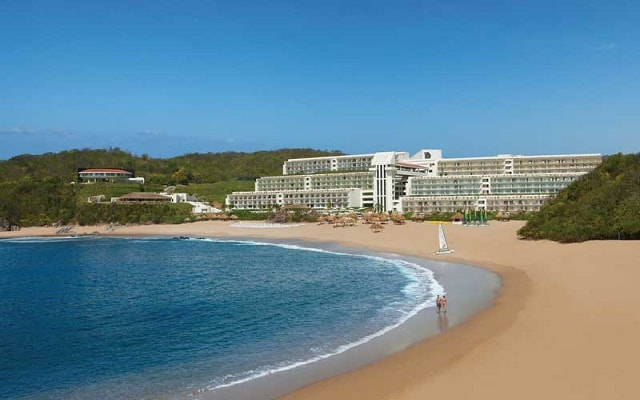 Hotel Secrets Huatulco Resort and Spa, buena ubicación