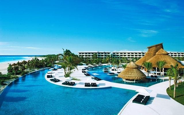 Hotel Secrets Maroma Beach Riviera Cancún, disfruta de su alberca al aire libre