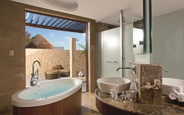 Hotel Secrets Playa Mujeres Golf and Spa Resort Todo Incluido - Solo Adultos, lujoso mobiliario en su cuarto de baño