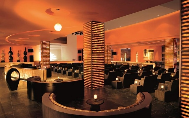 Hotel Secrets Silversands Riviera Cancún, Bar Showtime