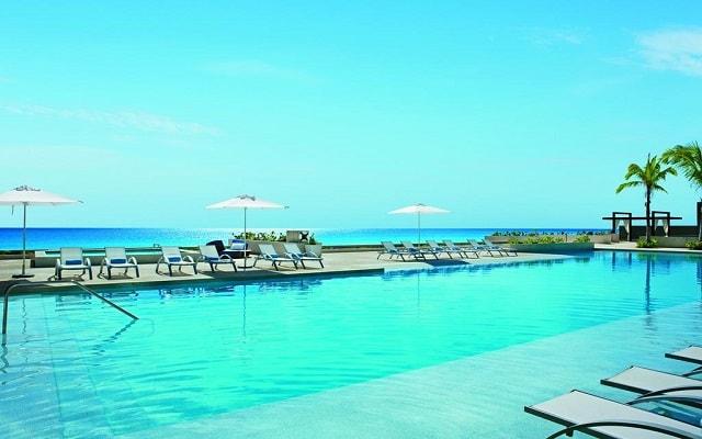 Hotel Secrets The Vine Cancún, disfruta de su alberca al aire libre