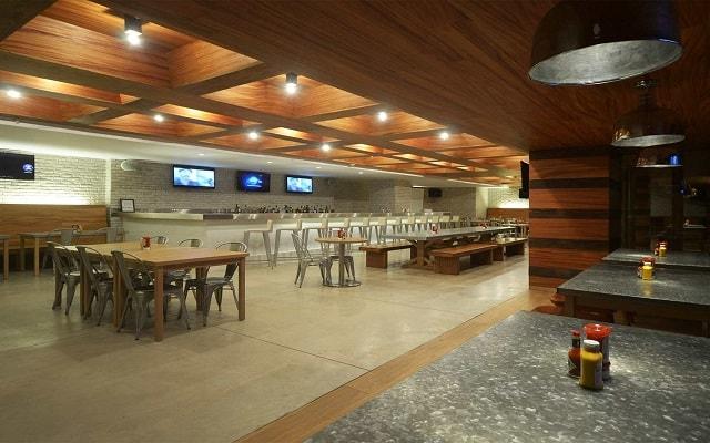 Hotel Secrets The Vine Cancún, disfruta una copa en el bar