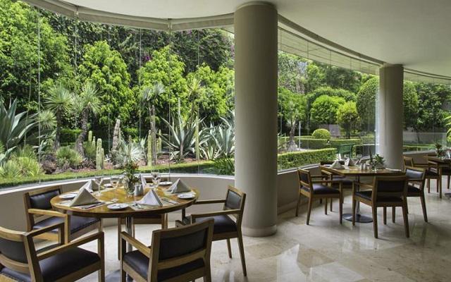 El restaurante Cardon te ofrece un menú de comida internacional y mexicana