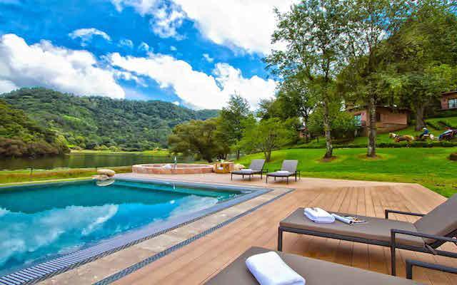 Hotel Sierra Lago Exclusive Mountain Resort and Sp, disfruta de su alberca al aire libre