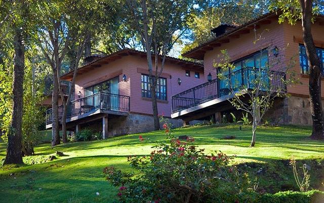 Hotel Sierra Lago Exclusive Mountain Resort and Spa, cabañas a pasos del lago