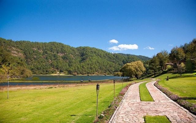 Hotel Sierra Lago Exclusive Mountain Resort and Spa, disfruta de un lindo entorno natural