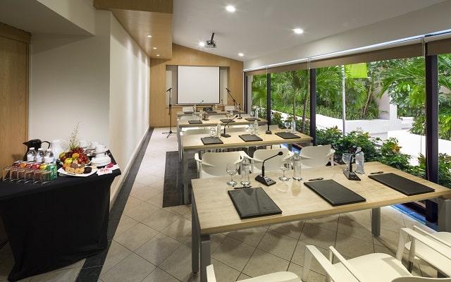 Hotel Smart Cancún by Oasis, dispone de centro de negocios