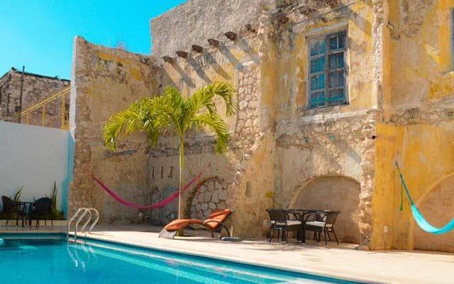 Disfruta de la alberca Hotel Socaire Campeche