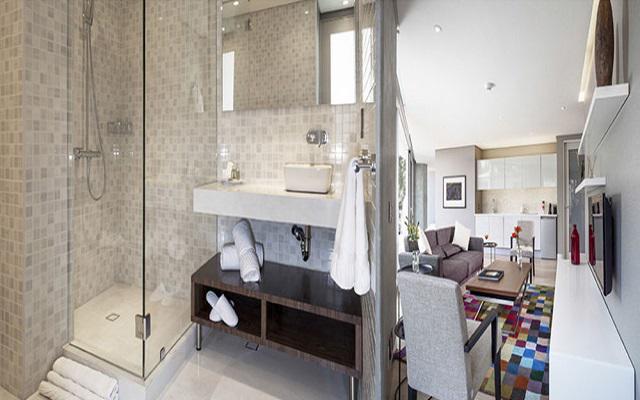 Baños con acabados de mármol