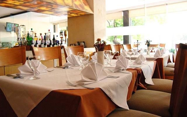 El restaurante ofrece platillos de cocina nacional e internacional
