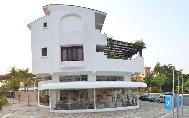 Hotel Suites Ixtapa Plaza y Centro Comercial