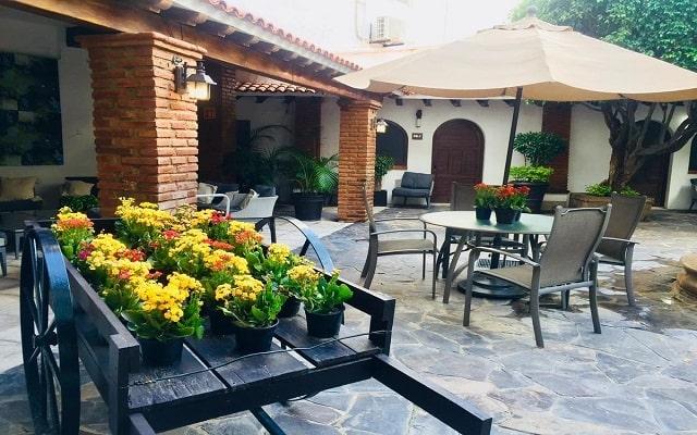 Hotel Suites Mar Elena, pasa un momento tranquilo en el patio