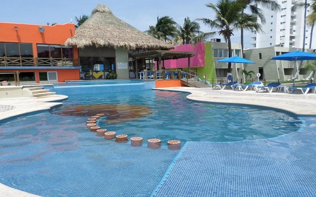 Hotel Suites Mediterráneo, disfruta de su alberca al aire libre