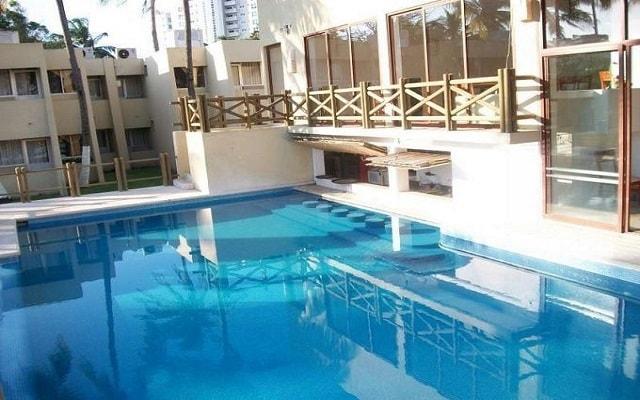 Hotel Suites Mediterráneo, prueba una copa en el bar de la alberca