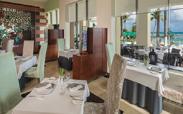 Hotel Sunscape Akumal Beach Resort & Spa, tus alimentos en espacios agradables