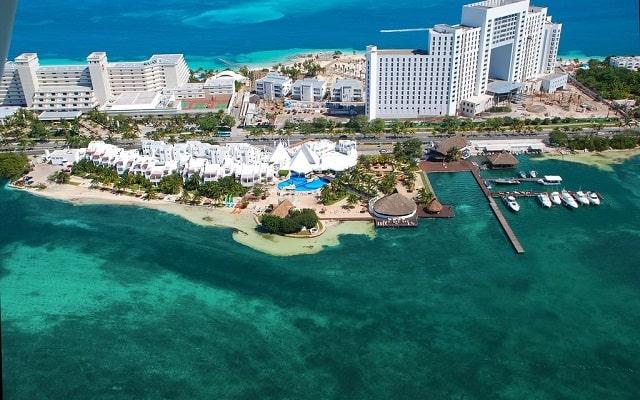 Hotel Sunset Marina Resort & Yacht Club, buena ubicación