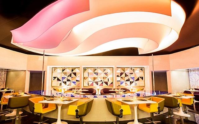 Hotel Temptation Cancún Resort, colores vibrantes sobresalen en toda la decoración