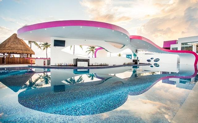 Hotel Temptation Cancún Resort, pool bar